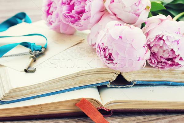 Edad libros flores vintage frescos Foto stock © neirfy