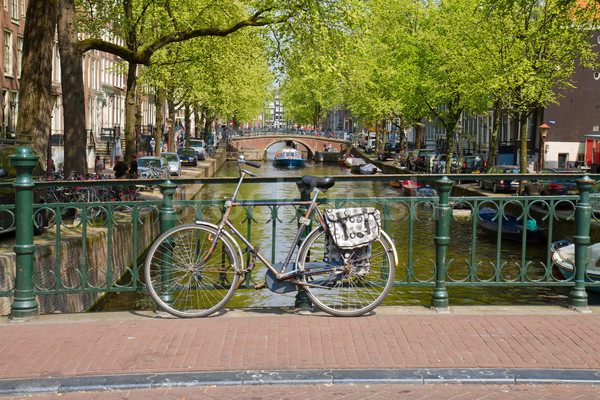 Vélo canal anneau Amsterdam pont Pays-Bas Photo stock © neirfy