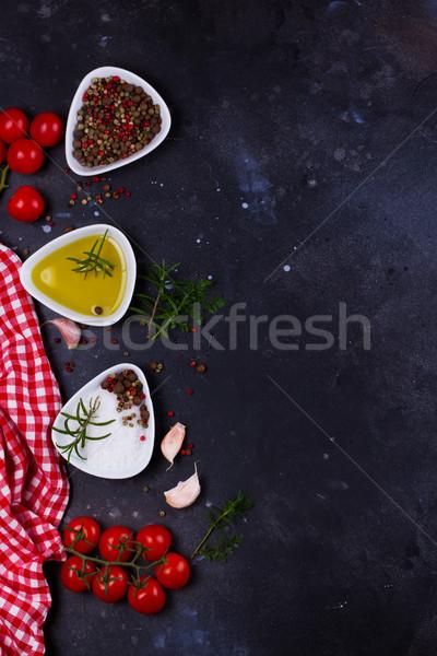 Foto stock: Comida · temperos · azeite · tomates · preto · fundo