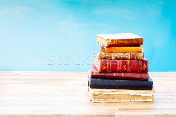 Foto stock: Velho · livros · abrir · um