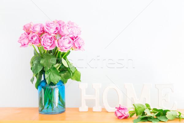 Saint valentin bouquet violette rose lettres maison Photo stock © neirfy