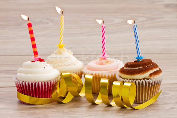 Stock fotó: Négy · születésnap · minitorták · asztal · égő · gyertyák