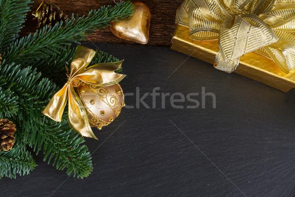 Evergreen boom gouden decoraties bal geschenkdoos Stockfoto © neirfy