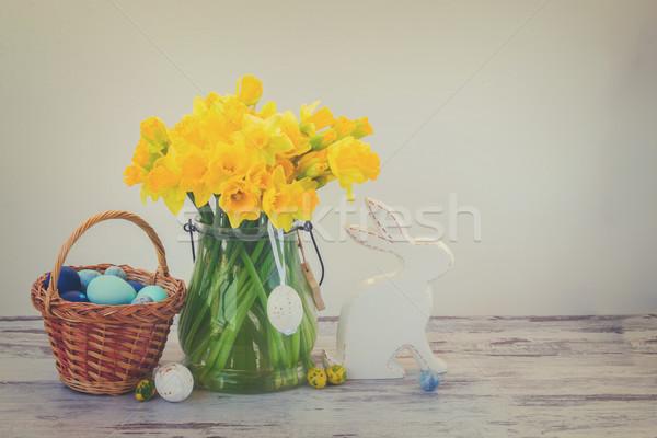 Húsvéti tojások vadászat fehér nyúl kosár festett Stock fotó © neirfy