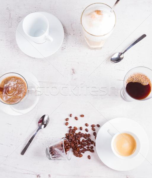 Stockfoto: Koffiepauze · frame · koffiekopjes · exemplaar · ruimte · witte · houten · tafel