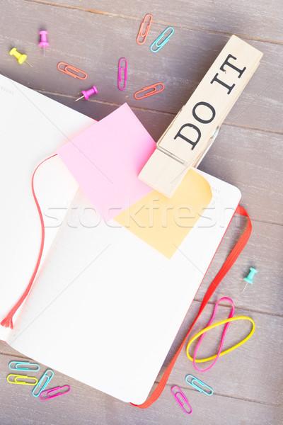 リストを行うには オープン 紙 付箋 先頭 表示 ストックフォト © neirfy