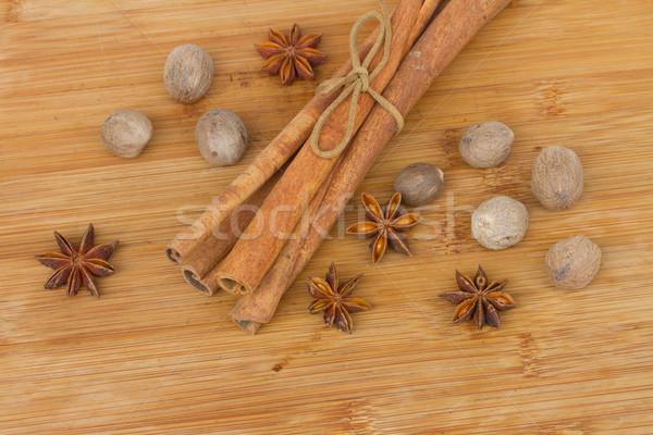 Cynamonu anyż gałka muszkatołowa drewniany stół Zdjęcia stock © neirfy