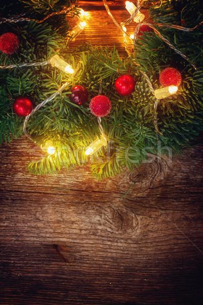 Weihnachten kranz lichter holztisch retro holz for Holztisch retro