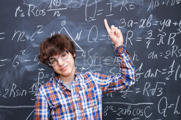Garçon tableau noir mathématiques formules verres école Photo stock © neirfy