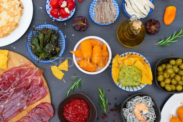 Asztal spanyol tapas zöld paprikák olajbogyók Stock fotó © neirfy