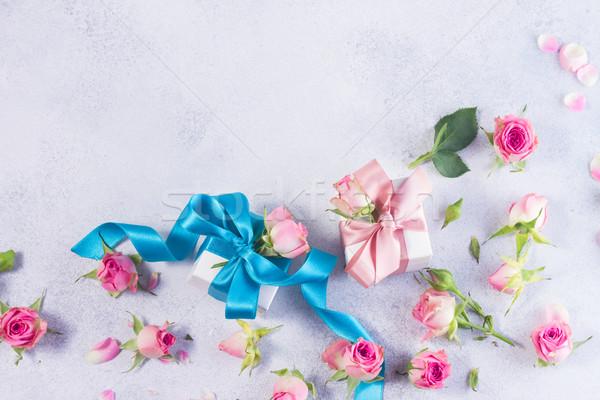 Ajándék doboz szatén íj virágok kék rózsa Stock fotó © neirfy
