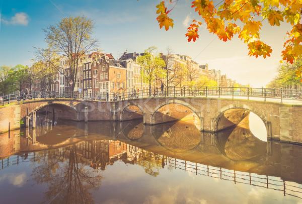 Maisons Amsterdam Pays-Bas pont canal miroir Photo stock © neirfy