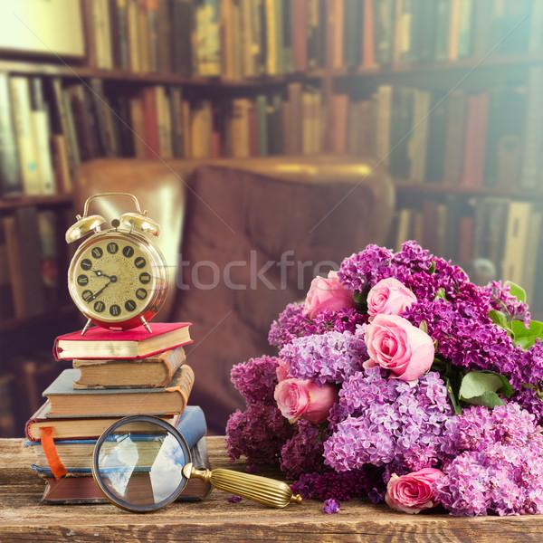 Boekenplank houten antieke boeken vintage Stockfoto © neirfy