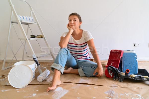 Fai da te casa giovani donne stanza pittura Foto d'archivio © neirfy