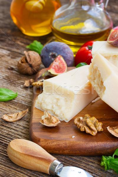 パルメザンチーズ カット 木製 まな板 チェリートマト 青 ストックフォト © neirfy