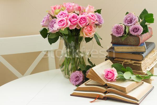 öreg könyvek rózsa virág köteg virágok Stock fotó © neirfy