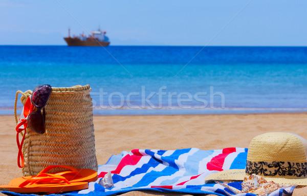 Toalla tomar el sol toalla de playa playa de arena mar Foto stock © neirfy