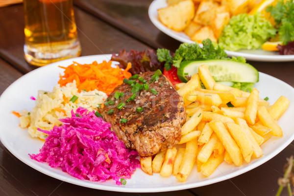 Piatto carne bistecca guarnire patatine fritte rosso Foto d'archivio © neirfy