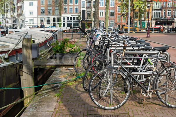 Bisikletler kanal Amsterdam ayakta Hollanda Stok fotoğraf © neirfy