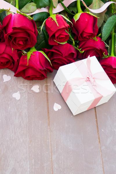 赤 バラ 木材 バレンタインデー ピンク ストックフォト © neirfy