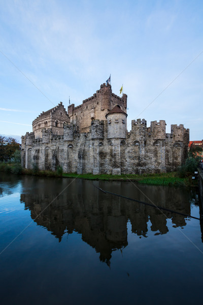 Zamek staw niebo wody miasta ściany Zdjęcia stock © neirfy