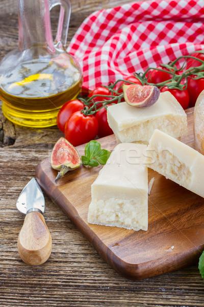 сыр пармезан разделочная доска помидоры черри продовольствие синий Сток-фото © neirfy