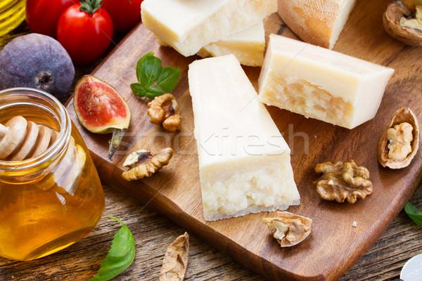 сыр пармезан разделочная доска меда продовольствие синий Сток-фото © neirfy