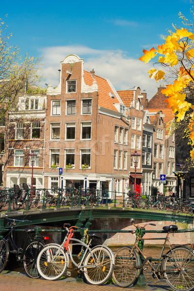 Oude fiets kanaal Amsterdam huizen fietsen Stockfoto © neirfy
