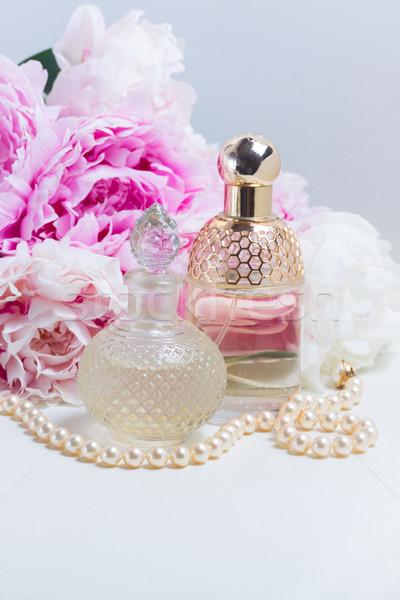 Lényeg üveg friss virágok fehér bőr Stock fotó © neirfy