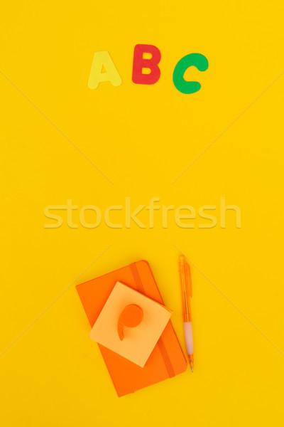 Zurück in die Schule Szene Schulbedarf gelb Schule Mode Stock foto © neirfy