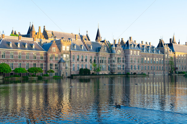 Parlamento Holland facciata foglie verdi acqua Foto d'archivio © neirfy
