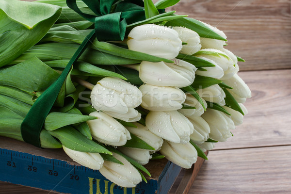 Blanco tulipanes frescos cinta mesa de madera Foto stock © neirfy