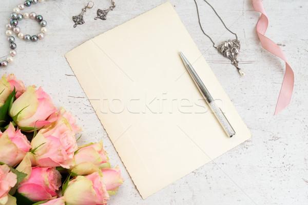 Stok fotoğraf: çiçekler · takı · güller · beyaz · tablo