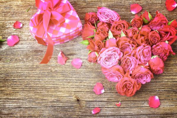 Köteg mályvaszínű rózsák kicsi friss szív alak Stock fotó © neirfy