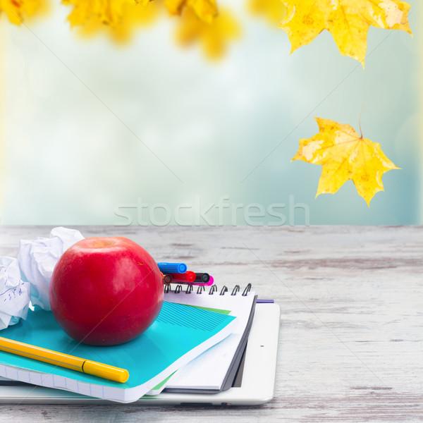 яблоко школьные принадлежности белый деревянный стол осень Сток-фото © neirfy