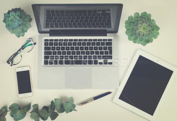 Masaüstü sahne dizüstü bilgisayar tablet telefon yeşil Stok fotoğraf © neirfy