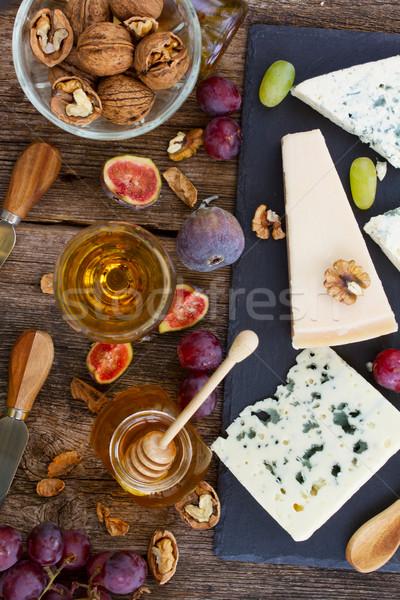 ストックフォト: チーズ · 黒 · まな板 · はちみつ · ワイン