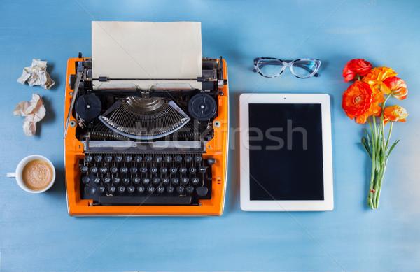 Munkaterület klasszikus narancs írógép kék háttér Stock fotó © neirfy
