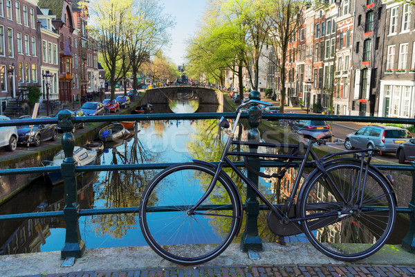 Eski bisiklet kanal Amsterdam ayakta köprü Stok fotoğraf © neirfy