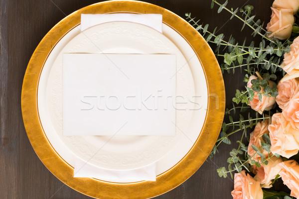 Tafelgerei ingesteld tabel platen steeg bloem Stockfoto © neirfy