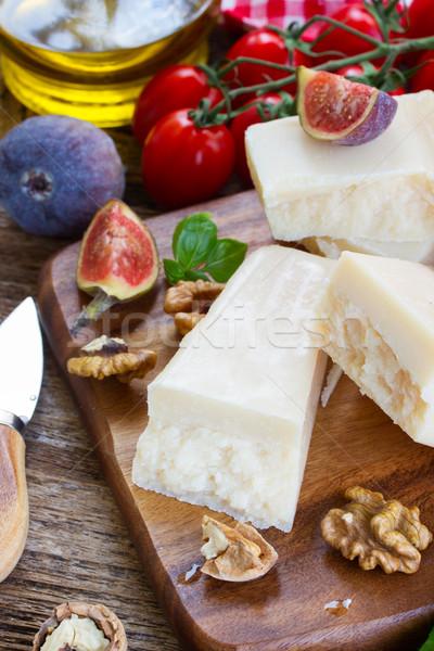 パルメザンチーズ 木製 まな板 チェリートマト 食品 青 ストックフォト © neirfy