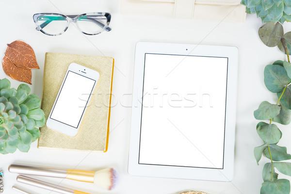 Foto d'archivio: Desktop · scena · tablet · telefono · donna
