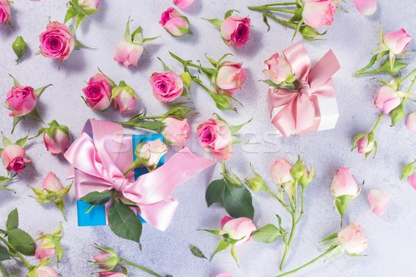 Szkatułce satyna łuk kwiaty dwa Zdjęcia stock © neirfy
