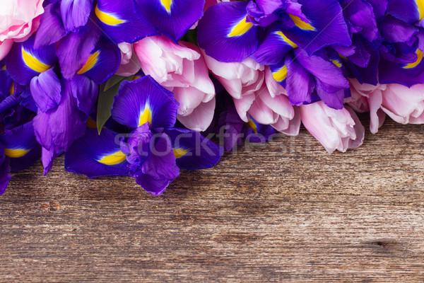 Kék tulipánok virágcsokor közelkép fából készült húsvét Stock fotó © neirfy