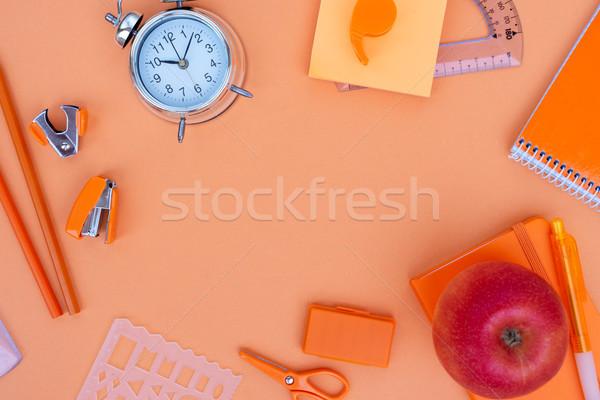 Zurück in die Schule Rahmen Schulbedarf orange Büro Papier Stock foto © neirfy