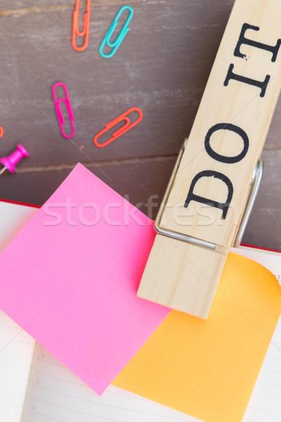 Per fare la lista carta note adesive scuola tavola notebook Foto d'archivio © neirfy