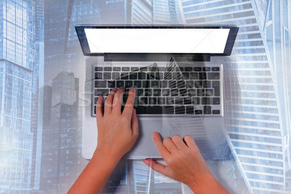 手 ノートパソコンのキーボード 誰か 現代 ダブル 暴露 ストックフォト © neirfy