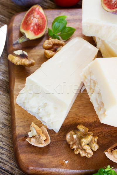 Parmesan peyniri kesmek ahşap mavi peynir Stok fotoğraf © neirfy