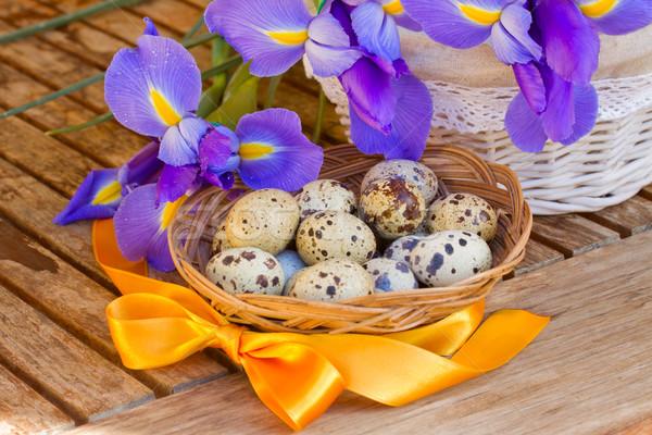Ovos ovos de páscoa páscoa amarelo fita mesa de madeira Foto stock © neirfy