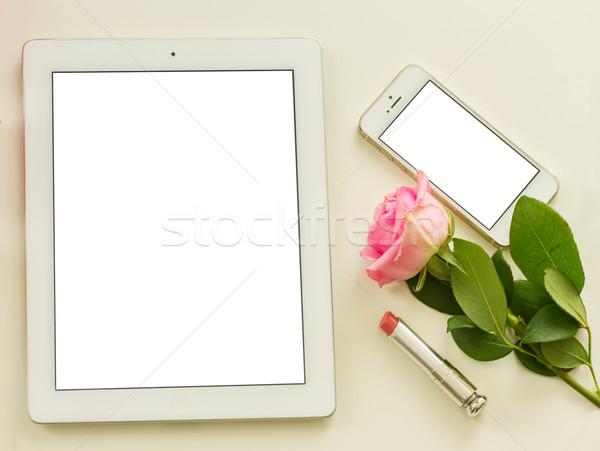 Asztali jelenet fehér tabletta mobil virágok Stock fotó © neirfy